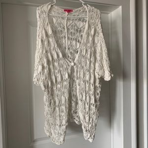 Betsy Johnson White Sweater Shawl With Button M